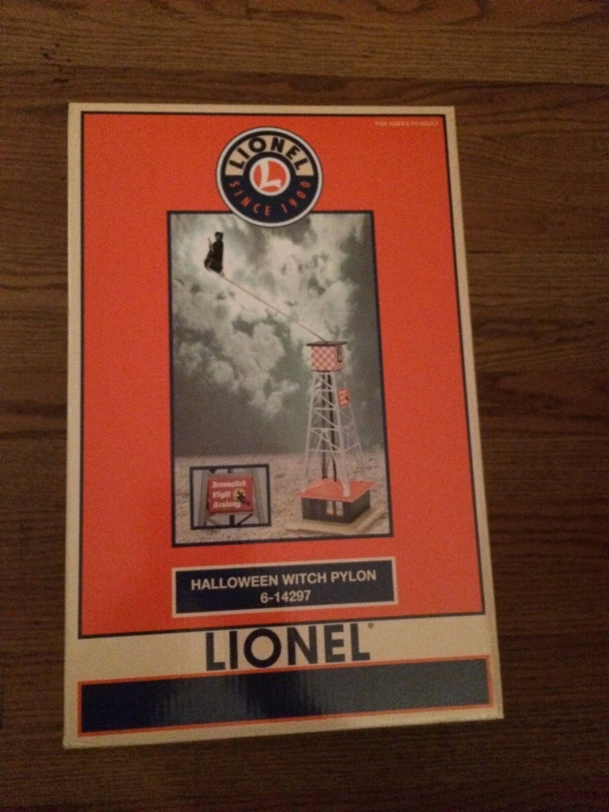 Lionel 14297 Hallågeen Witches Pylon New i låda