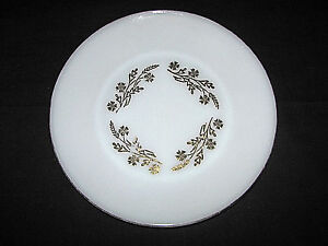 Set-of-2-Vintage-Federal-Glass-Milk-Glass-Meadow-Gold-Dinner-Plates