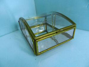 VINTAGE-VIA-VERMONT-CUT-GLASS-BRASS-DISPLAY-TRINKET-BOX-BALL-FEET-MIRROR-BOTTOM