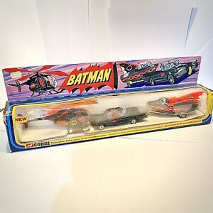 VINTAGE-1976-BATMAN-CORGI-Batmobile-batboat-su-Rimorchio-batcottero-Gift-Set-GS-40