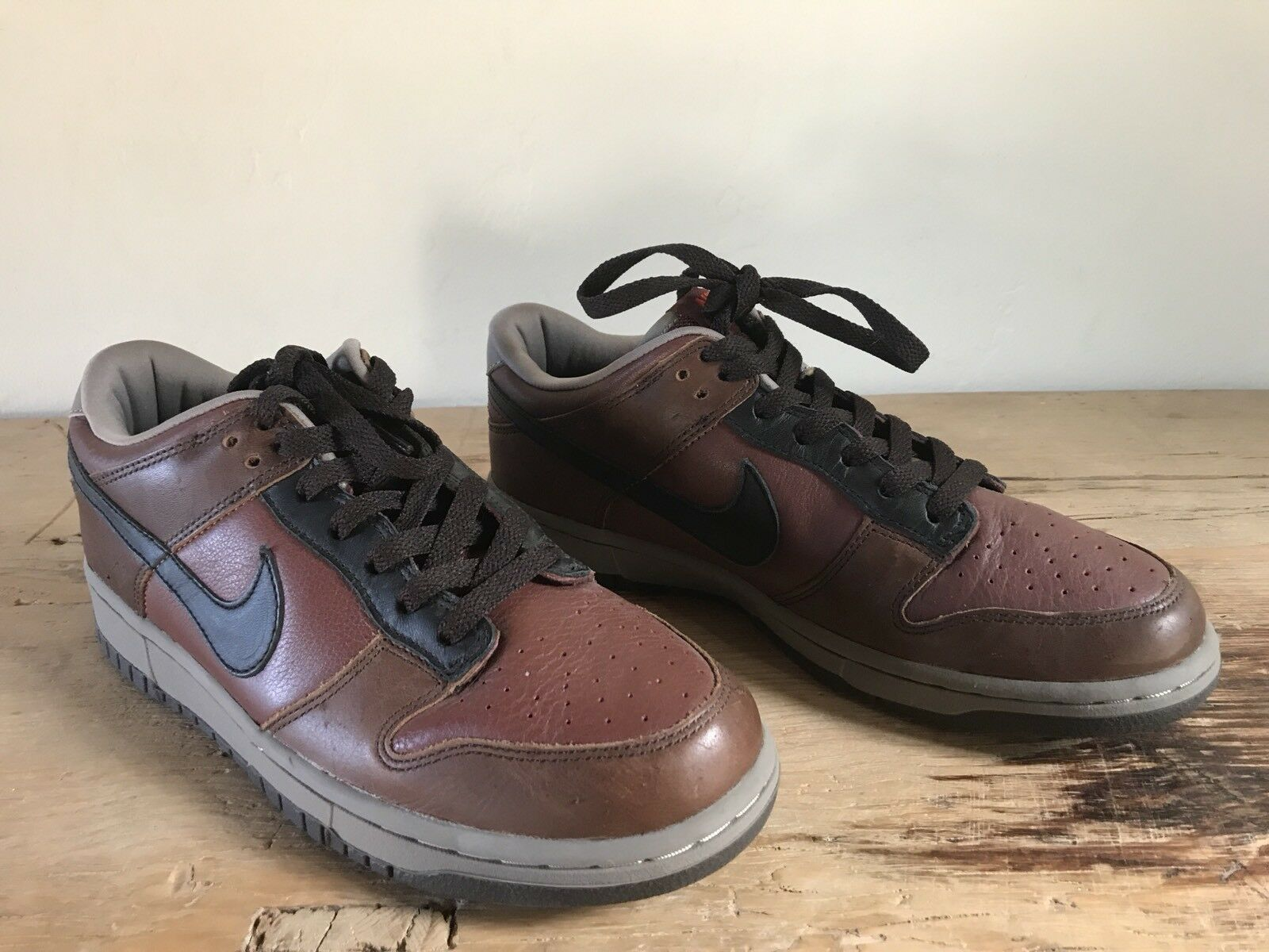 NEW Nike Men's Brown & Black Leather Low Top Sneakers Size 9