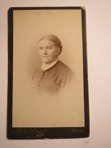 Zuerich-Frau-mit-Zopf-Portrait-CDV
