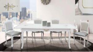 Sedie Bianche E Legno : Tavolo allungabile e sedie in legno bianco e finiture in foglia