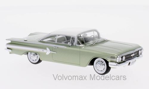 Wonderful modelcar Chevrolet Impala Sport Coupe 1960 - Grünmet. Weiß - 1 43