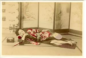 Japan-Girl-sleeping-Vintage-albumen-print-Tirage-albumine-aquarell