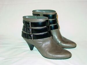 Womens-Nine-West-Triple-Strap-Buckle-Leather-Booties-Zippered-6-M-Grey-Black