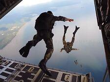 Guerra Ejercito Soldado Pistola Rifle Marina de paracaidismo acrobático Grupo Art Print bb3414a