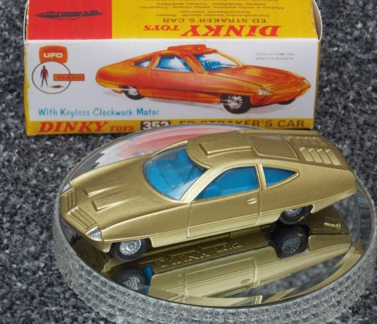 DINKY 352 ED ED ED STRAKER'S CAR FROM UFO IN 18 K gold PAINT + REPRODUCTION BOX 6a7cdc