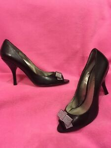 BLACK-Leather-PEEP-TOE-Pump-with-Silver-Dots-Bow-Accent-034-Salon-034-by-NINE-WEST-10M