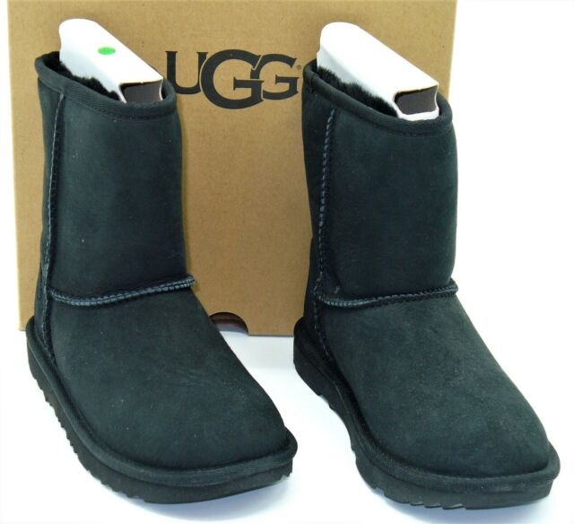 bca7e651ccb UGG Australia Girls' Classic II Sheepskin Fashion Boot Black 4 Big Kid