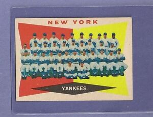 1960-Topps-Yankees-Team-332-Mickey-Mantle-HOF-EX-MT-Centered