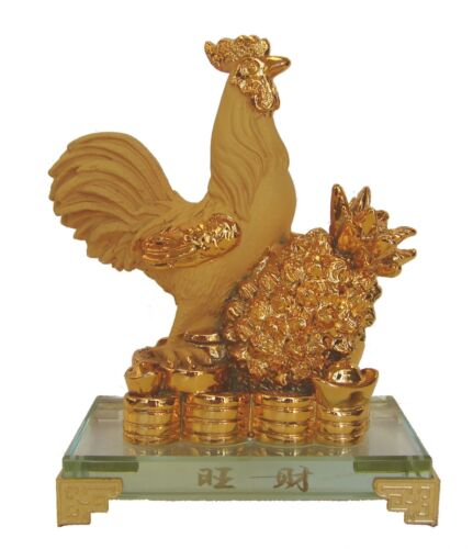Rubber Finished Golden Rooster Statue with Pineapple