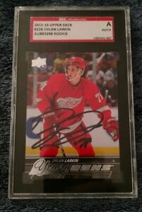 2015-2016-Upper-Deck-Young-Guns-Dylan-Larkin-SGC-Authenticated-on-the-Autograph