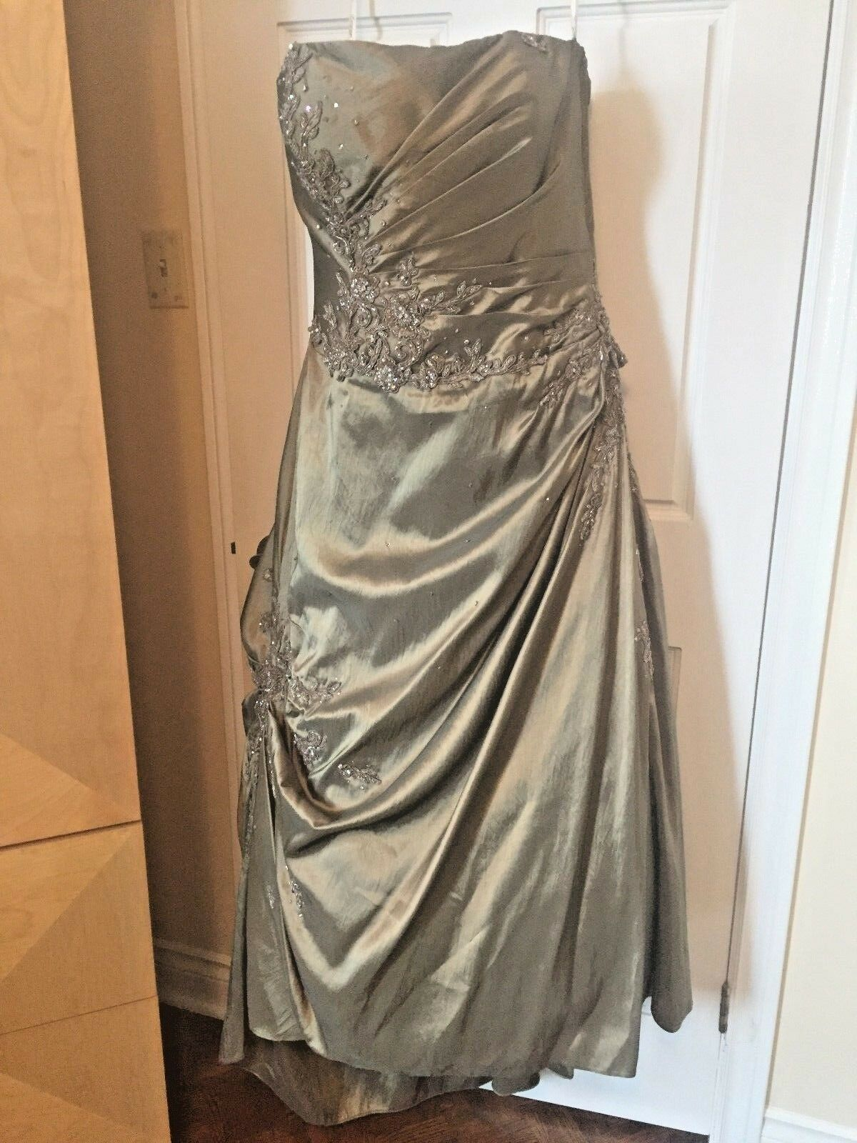 BRAND NEW! Mother of the bride Dress Wedding GOLD & Sequence detail sz 16