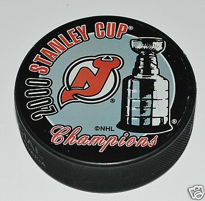 NEW JERSEY DEVILS 2000 Stanley Cup Champions SOUVENIR PUCK In Glas Co.
