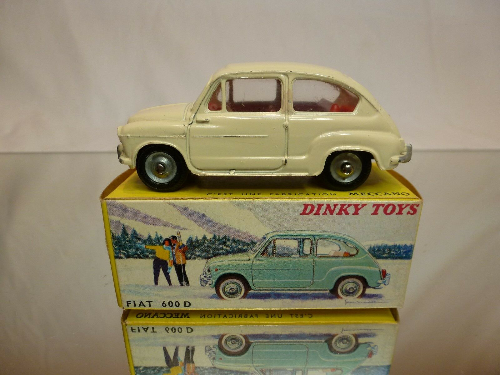 DINKY TOYS 1 43 - FIAT 600 D NO= 520  -  EXCELLENT CONDITION IN BOX.