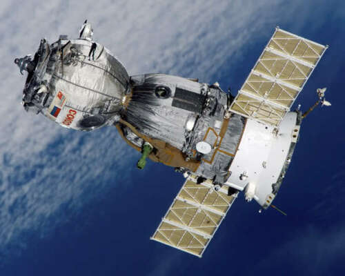 SOYUZ TMA--7 SPACECRAFT 8x10 PHOTO NASA