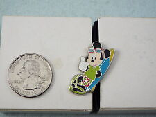 DISNEY PIN 2005 MICKEY MOUSE WITH SURFBOARD THUMBS UP CAST LANYARD SERIES