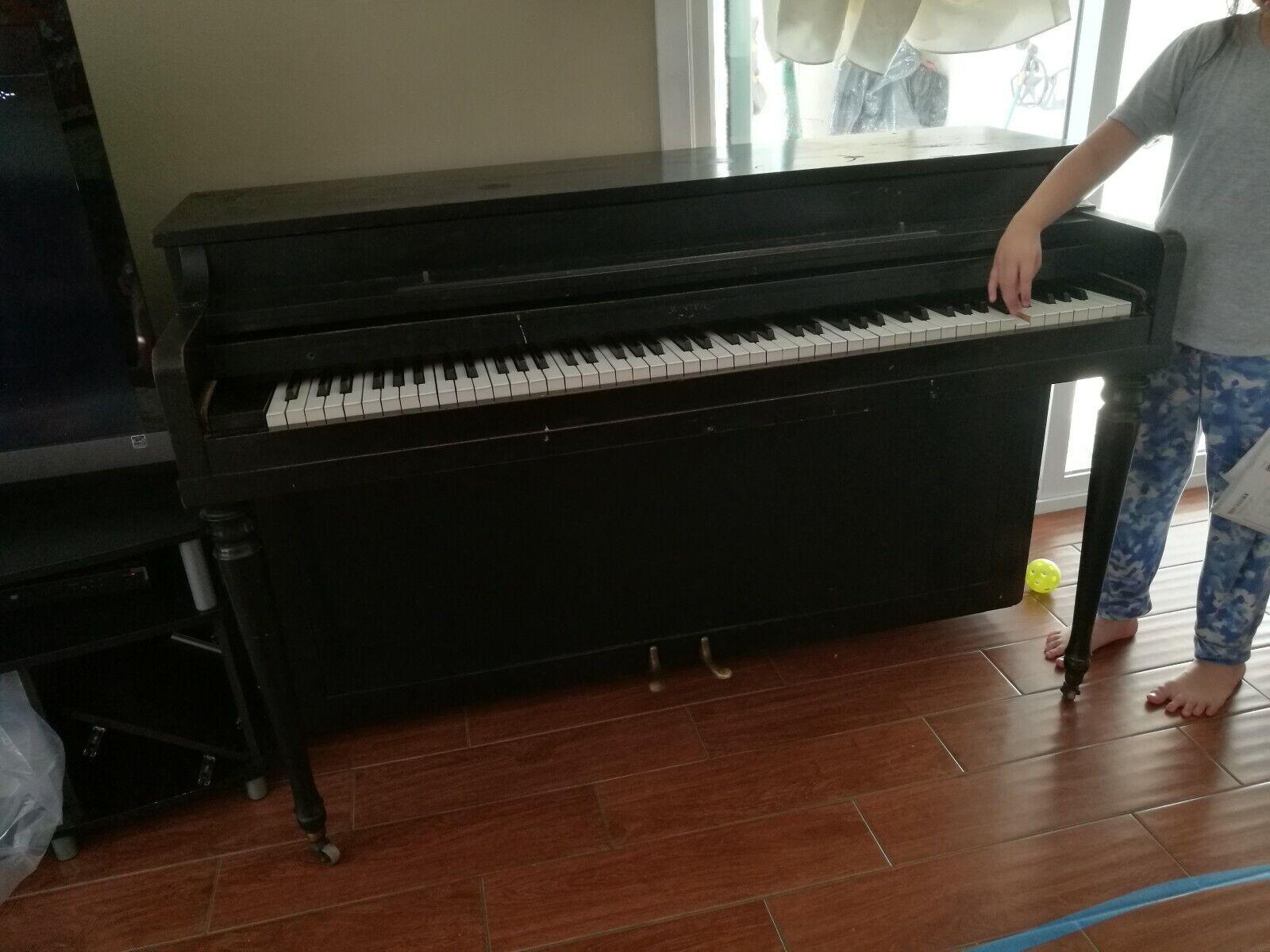 schwarz Winter Piano Spinet 1 Key Stuck