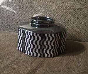 MISSONI-For-Target-Black-White-amp-Silver-Octagonal-Stoneware-Vase-2011