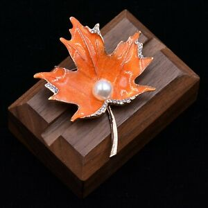 Enamel-Plated-Maple-Leaf-Brooch-Pin-with-a-Pearl
