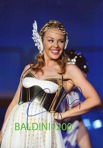 KYLIE-MINOGUE-SIGNED-10X8-PHOTO-GREAT-CONCERT-SHOT-IMAGE-LOOKS-GREAT-FRAMED