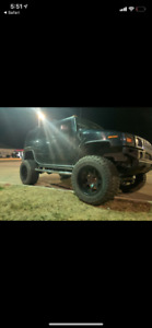 "2006 lifted hummer h2 on 40""s with a lot of new parts !!!"