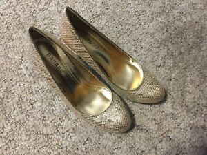 BAMBOO-BOUTIQUE-37-LADIES-SIZE-8-PUMPS-31-2-034-HEEL-SPARKLY-GLITTER-FULL-TOE-GOLD