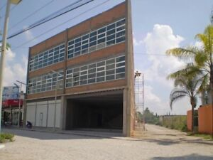 RENTA BODEGA CON OFICINAS Y LOCALES COMERCIALES