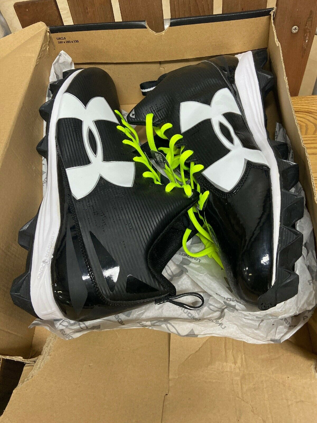 Under Armour Size 16 Football Shoes