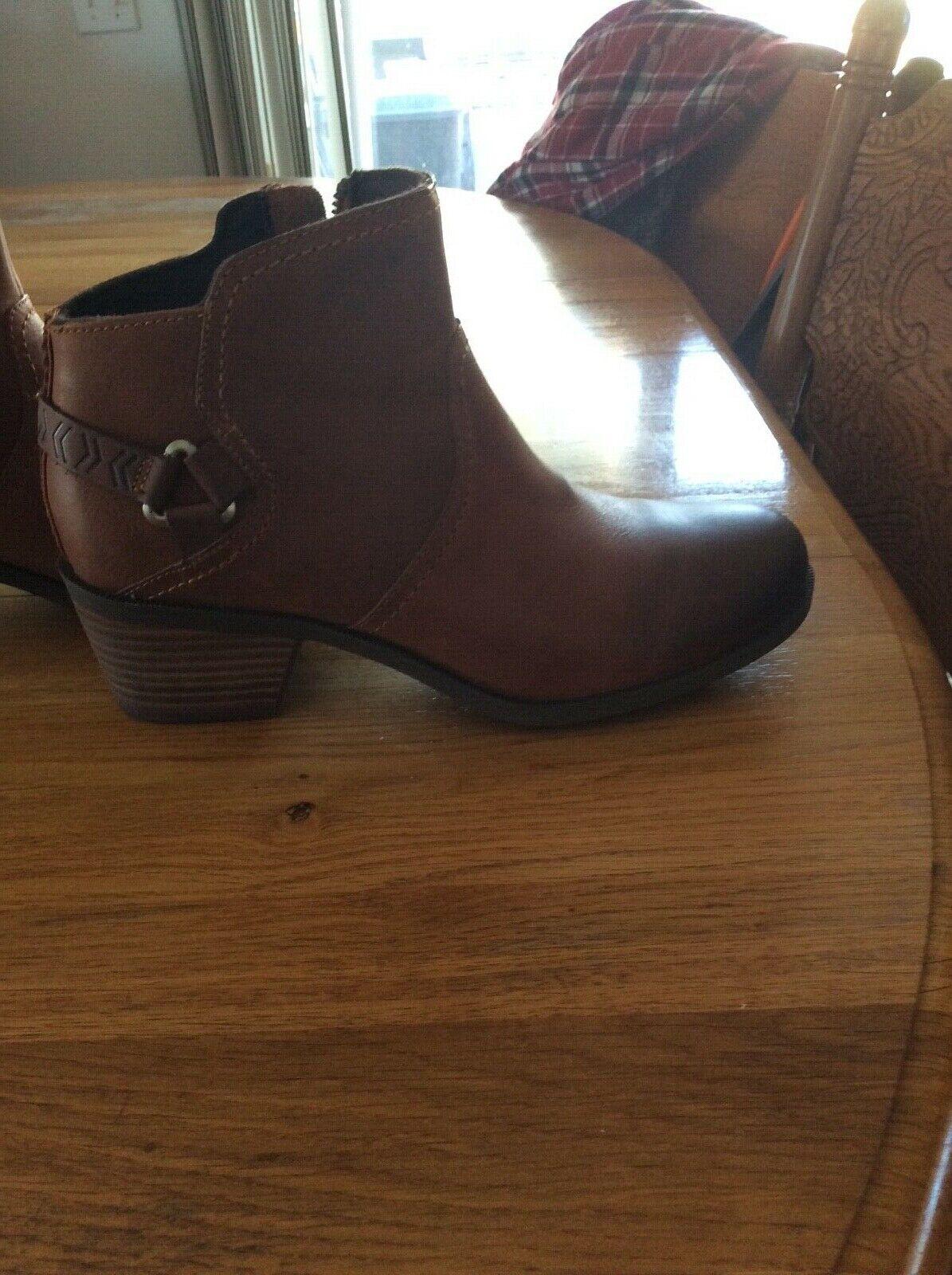 Teva Women's short boots, size 8