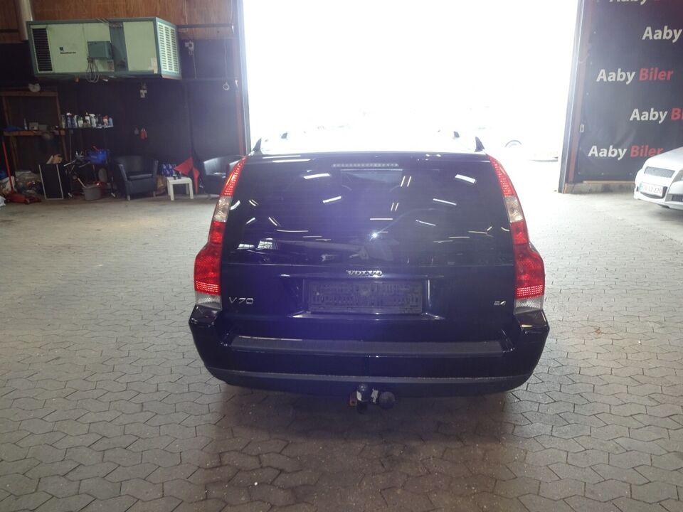 Volvo V70 2,4 170 Momentum Benzin modelår 2005 km 379000 Grå