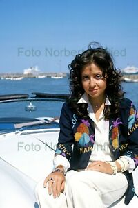 Vicky-Leandros-on-The-Cabriolet-Photo-20-X-30-CM-Without-Autograph-Nr-2-136