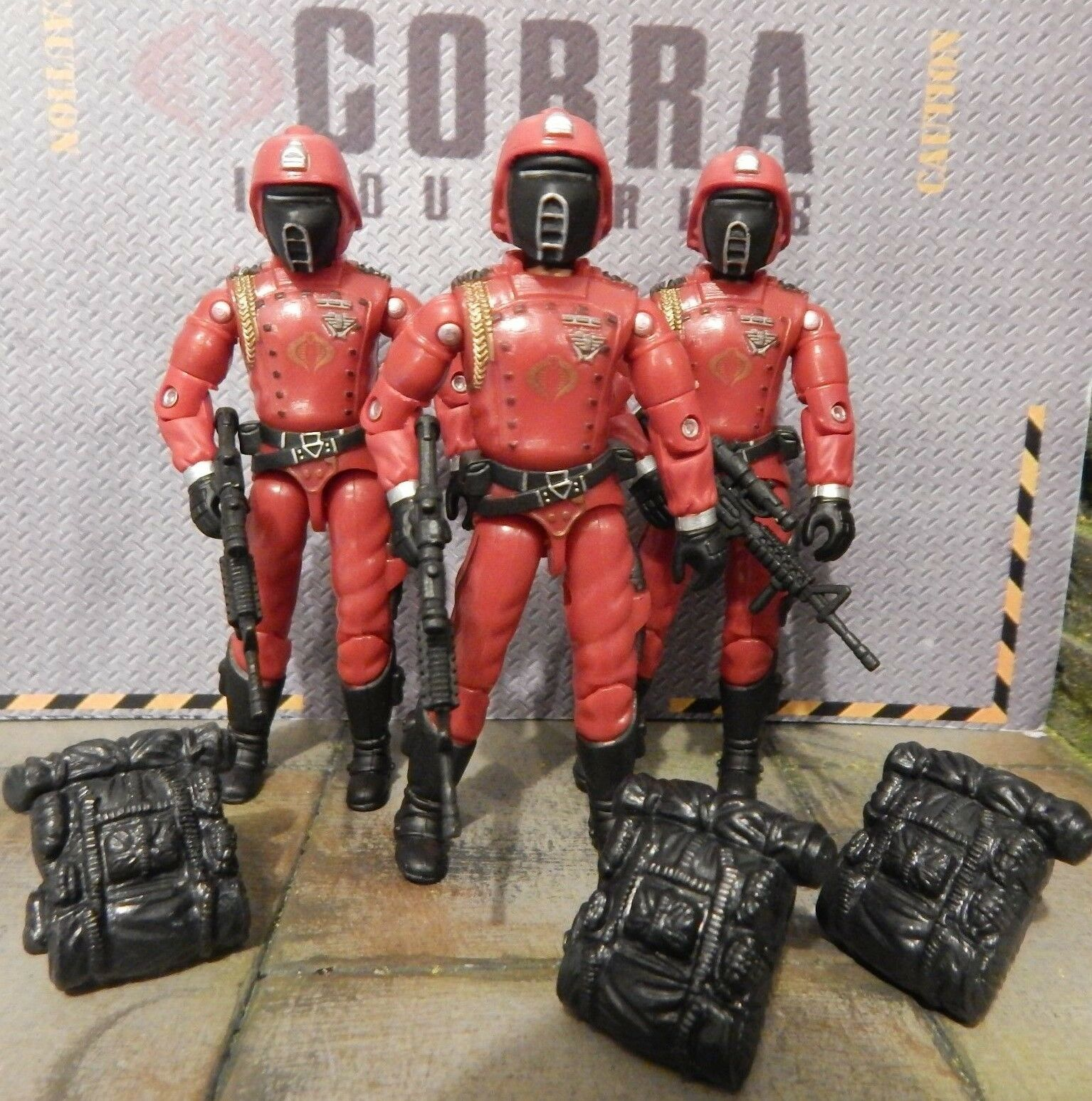 GI JOE  3  2005 CRIMSON GUARD SOLDIERS  ARMY BUILDER  TOYS R US EXCLUSIVES