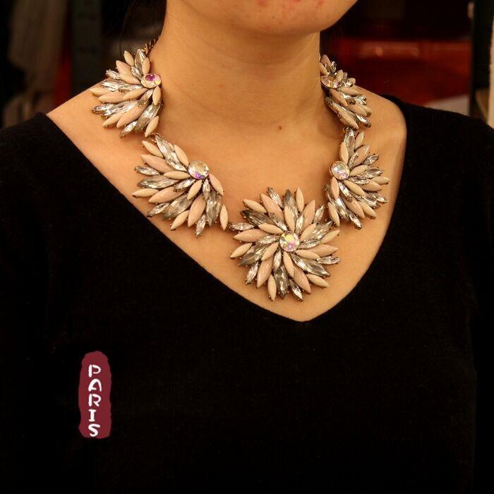 Collar Gruesa Flor Beis Espiral Retro Moderno Original Noche Matrimonio QT2