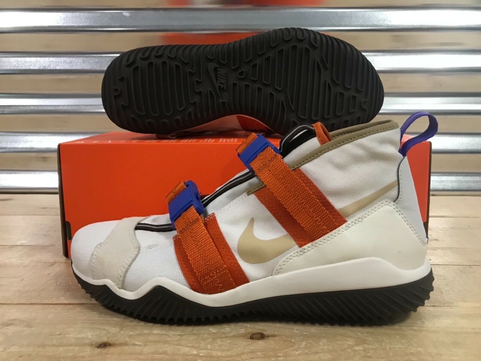 Nike KMTR Komyuter Komyuter Komyuter Lifestyle Sample shoes Khaki orange Tan SZ 9 ( AO3629-001 ) c6f019