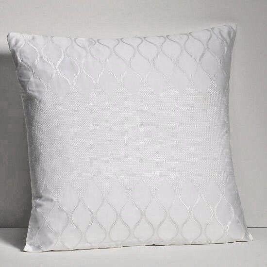 Hudson Park Ogee Decorative Pillow 18  x18  White  95 New