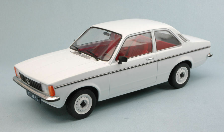 Opel Kadett C2 2 Door 1977 bianca 1 18 Model TRIPLE 9