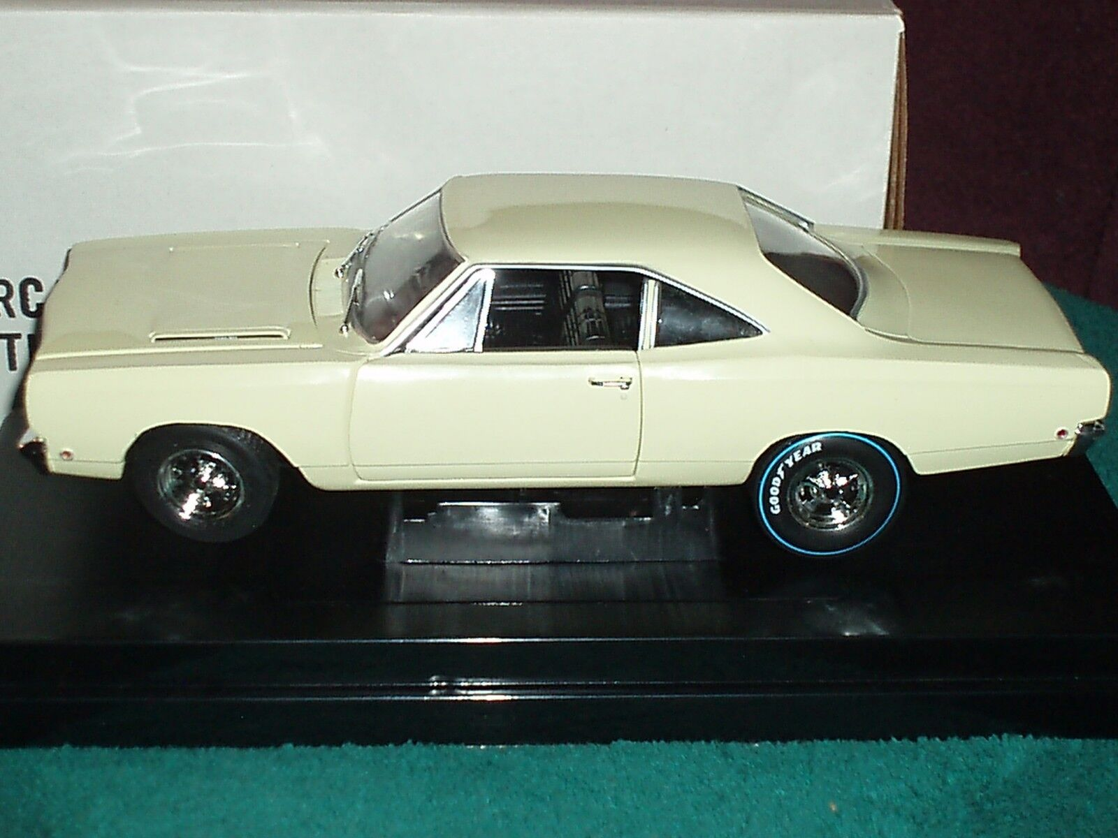 Ertlexhiben Collectibles 1969 Plymouth Road Runner Amarillo