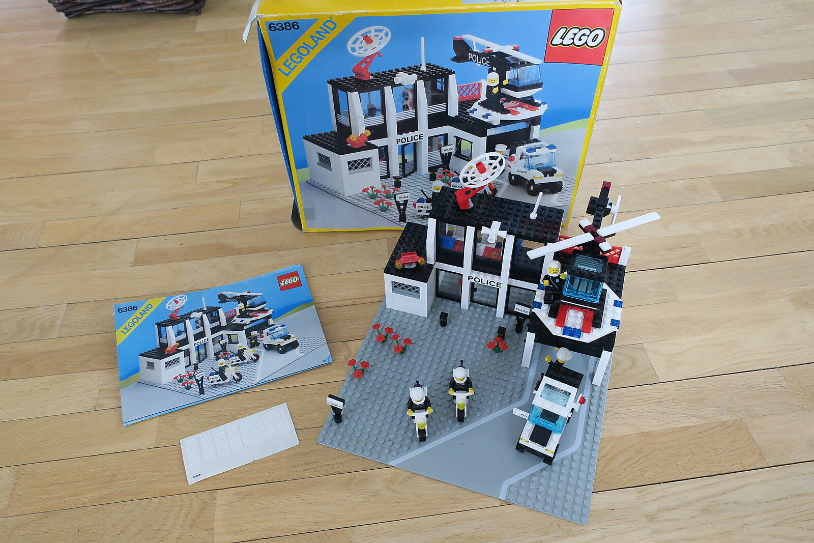 LEGO 6386  -  COMMISSARIAT POLICE   POLICE STATION