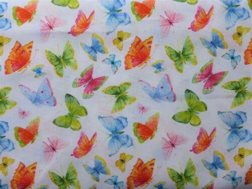 1 FAT TRIMESTRE en 100/% coton avec colorés papillons sur blanc