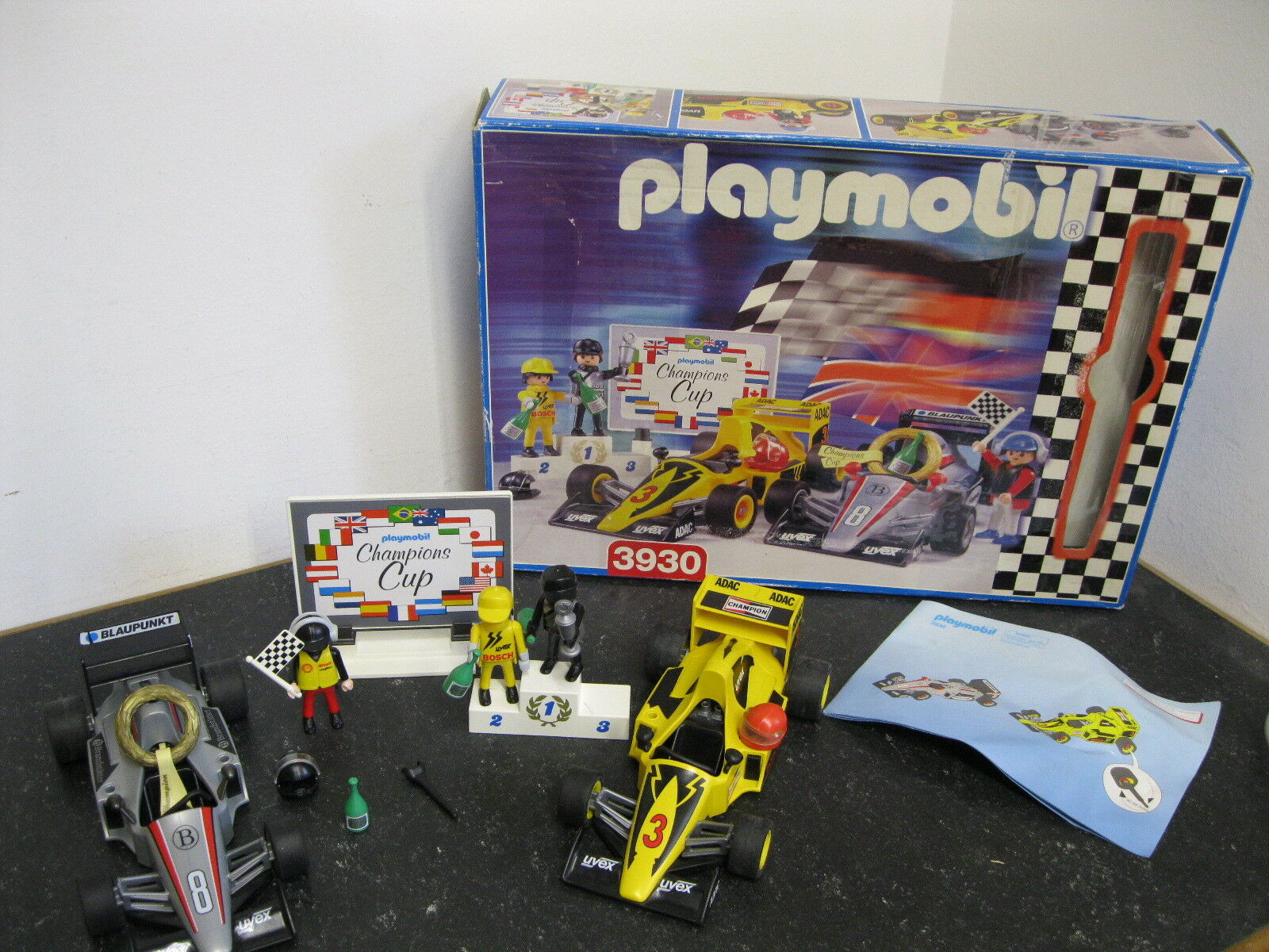 Formel 1  2 Rennwagen mit Zubehör und OVP
