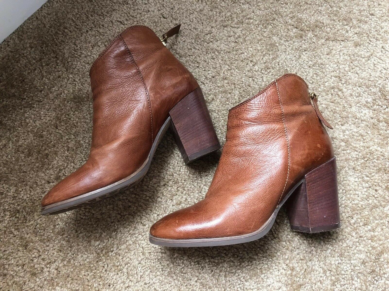 Clarks Women Boots 6.5. Leather upper, made in Romania.