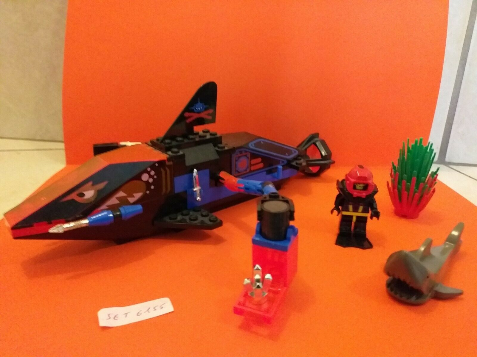 LEGO 6155 100% COMPLET   GRAND REQUIN, PERSONNAGE, REQUIN ET DIVERS   ANNEE 1995