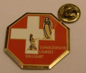 LOURDES-VIRGIN-MARY-APPEARANCE-BERNADETTE-PILGRIMAGE-FRANCE-vintage-pin-badge
