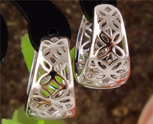Nice! 1pair Silver Cute Hollow Flower Attractive Hoop Earring