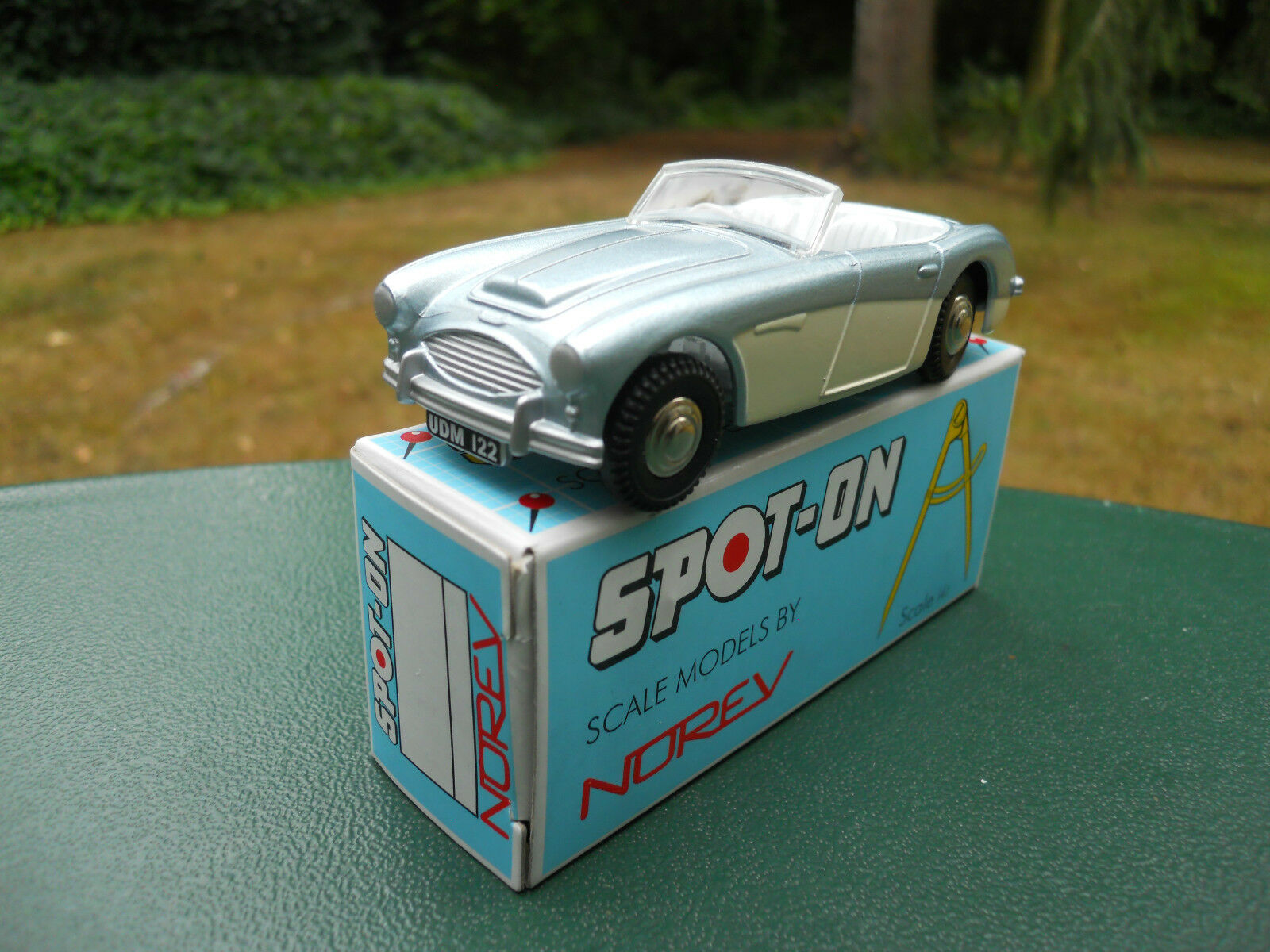 NOREV SPOT-ON N° 105 AUSTIN HEALEY   100-SIX      MINT IN BOX