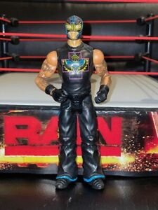 REY-MYSTERIO-WWE-Mattel-action-figure-BASIC-Series-toy-PLAY-Wrestling-Black