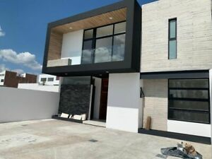 Residencia de Autor en Lomas de Juriquilla, Doble Altura,  4ta Recamara en PB..