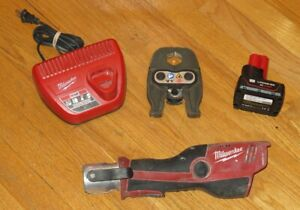 """Milwaukee Force Logic Press Tool M12 2473-20 with 1"""" Jaws, Battery & Charger"""